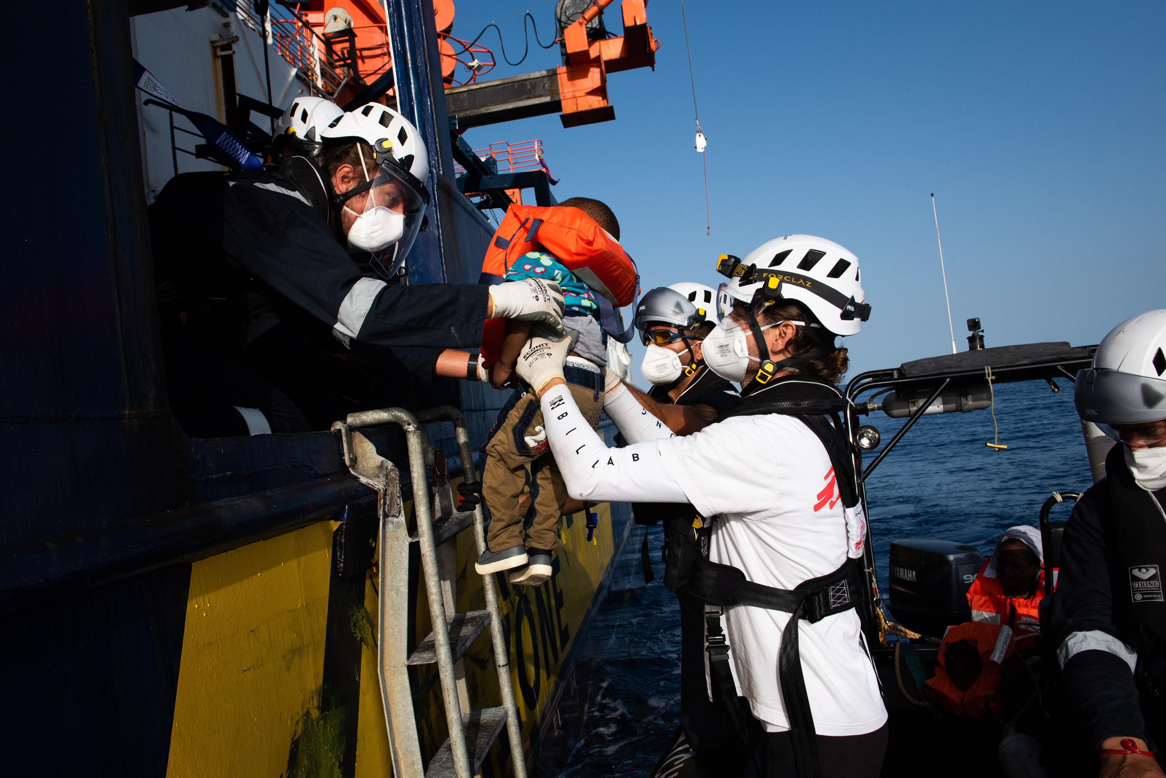 United4Rescue: Unser Schiff rettet Leben! Mehr als 200 Gerettete sicher an Bord